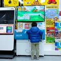Photos: 2015.12.24 横浜 ヨドバシカメラ 王子の興味はWii U