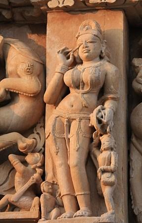2010.02.01 パールシュバナータ寺院 外壁彫刻-13 アイシャドウ