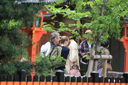 2010.04.30 祇園 白川巽橋 行き交い