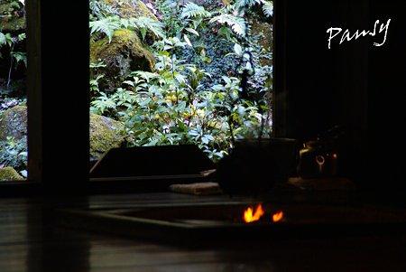囲炉裏の火・・