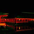 闇に浮く神殿