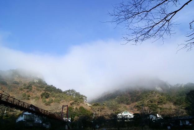 朝靄に包まれる矢祭山
