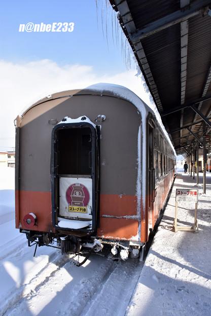 151レ(ストーブ列車1号) 津軽21-104+オハ462