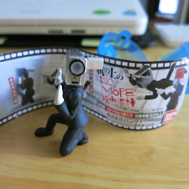 机の上のNO MORE映画泥棒
