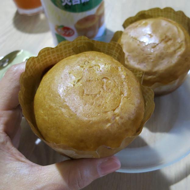 缶詰から出したパン