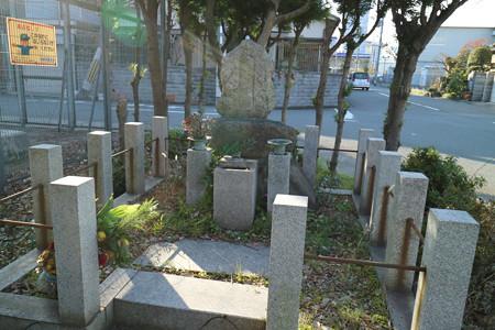 高松信重の墓