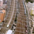 浜松駅同時通過! N700系のぞみ26号と桃太郎牽引3052レ