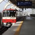 2100系快速特急久里浜行き京急蒲田3番入線