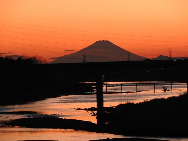 夕暮れの富士山シルエット