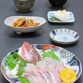 写真: 今晩は、ホウボウ造り、蓮根と人参のシャキシャキきんぴら、菊花かぶら、甘藍と茸の鶏白湯スープ、ご飯