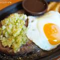 写真: 野菜ソースのハンバーグ