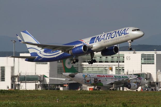 B757 NATIONAL Airlines+EVA KITTY