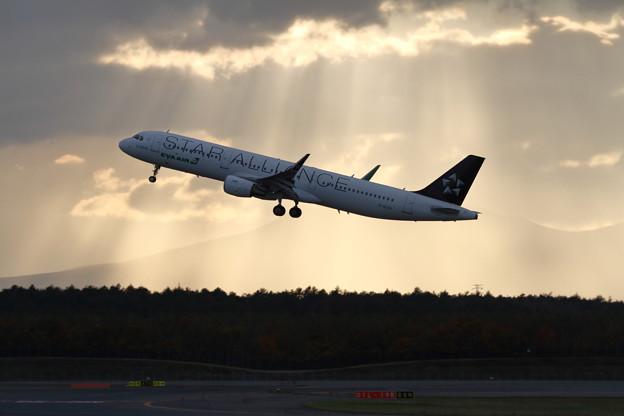 A321 雲間からの光 EVA Air