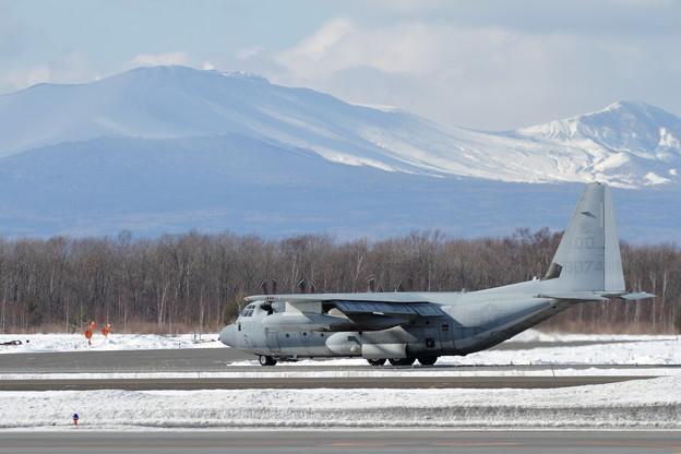 KC-130J QD8074 Sumos taxi