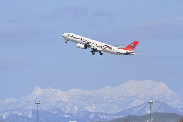A330 TransAsiaと夕張岳