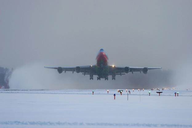 B747-481D JA8956  ANA takeoffまえから