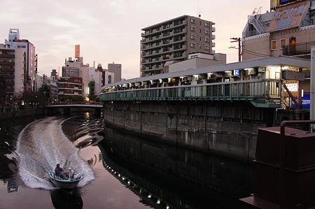 夕暮れの都橋から