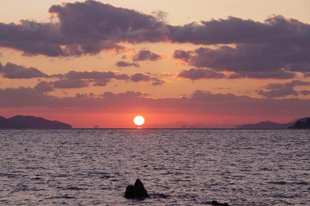 沈む夕陽は浮き島の彼方(1)