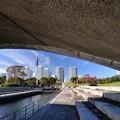 写真: アーチ橋から覗いてみると