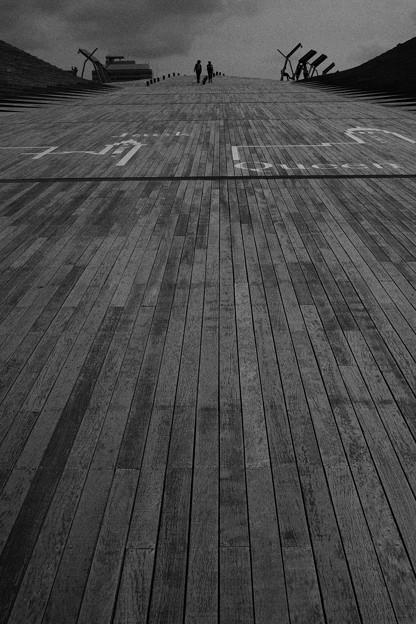 写真: Sloping road (坂道)