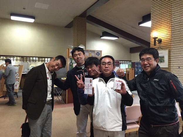 足利カントリークラブBクラスラストコール杯表彰式終了後、入賞者の大ちゃんを囲んで!!2015.12.20