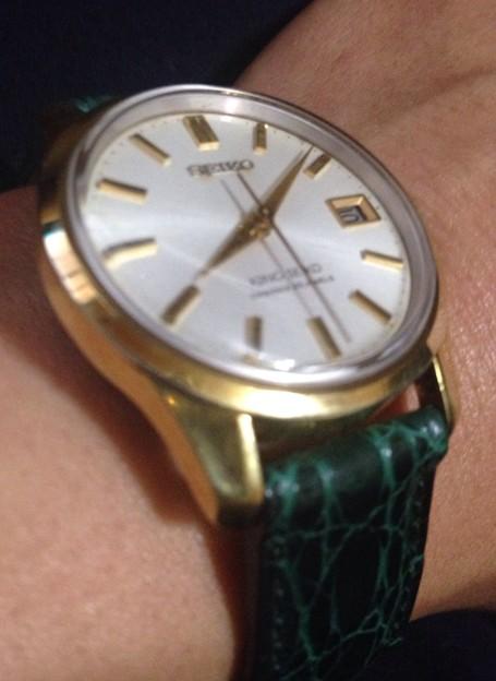 金メッキに緑革つけるとファッションブランド時計に見える