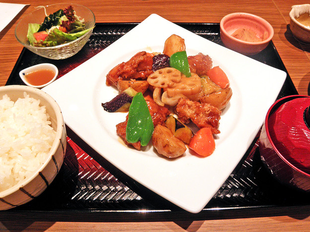 大戸屋 ( 成増 )  鶏カラの黒酢あんかけ定食