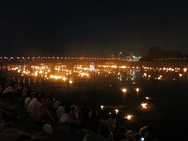 Photos: 水橋橋まつり 幻想的な白岩川の御神灯流しと眼前の花火大会