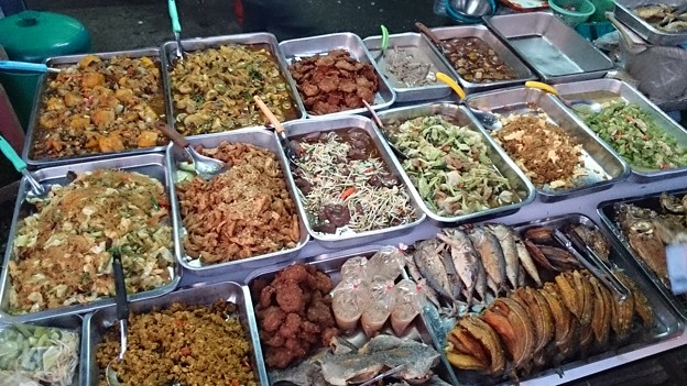 Photos: 市場の朝食屋さん