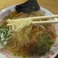 写真: 自家製のちぢれ麺