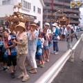 写真: 神輿渡御中(7月20日、市場町内会)