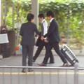 チラシ配り(10月4日、大船駅)