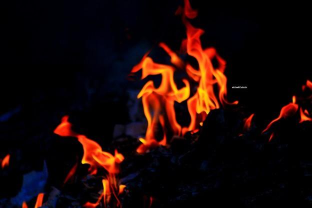 火の祭典 踊る土民たち