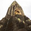 写真: 平和の塔「奇御魂像」