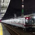 東京スカイツリー(シャンパンツリー)と東武鉄道30000系