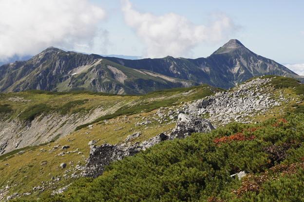 笠ヶ岳の稜線 左に抜戸岳
