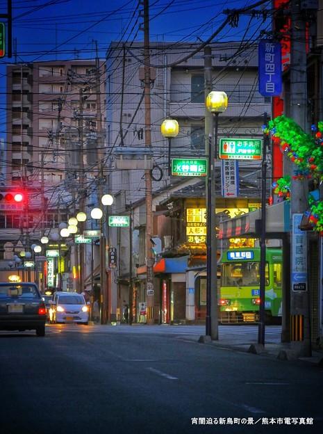 宵闇迫る新鳥町の景。