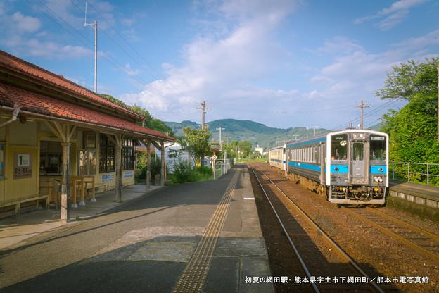 初夏の網田駅。
