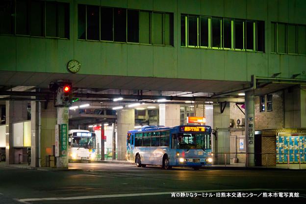 宵の静かなターミナル。