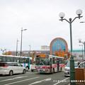 写真: JR久留米駅前にて。