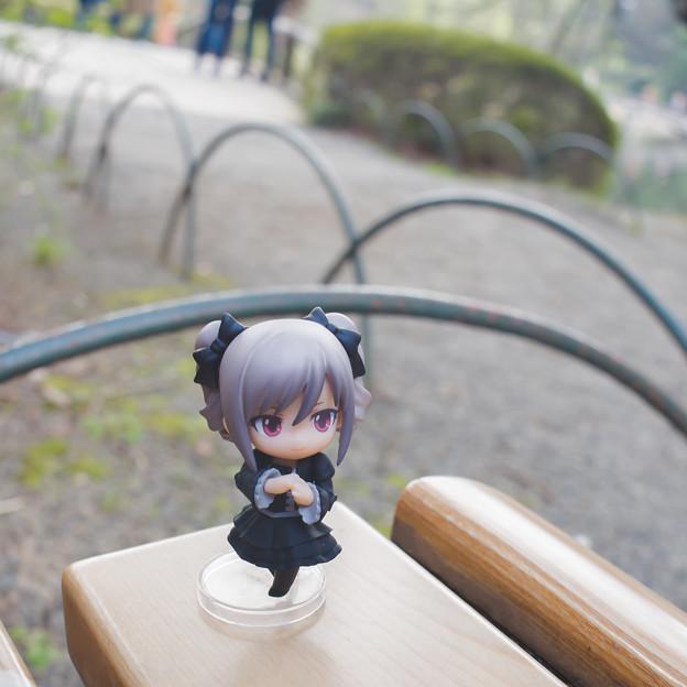 ベンチの上で