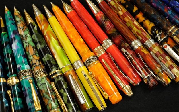 色軸のボールペン