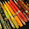 写真: 色軸のボールペン