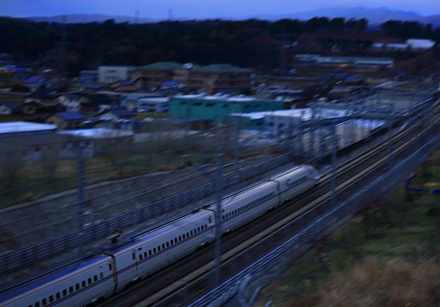 夕暮れの北陸新幹線   流し撮り?