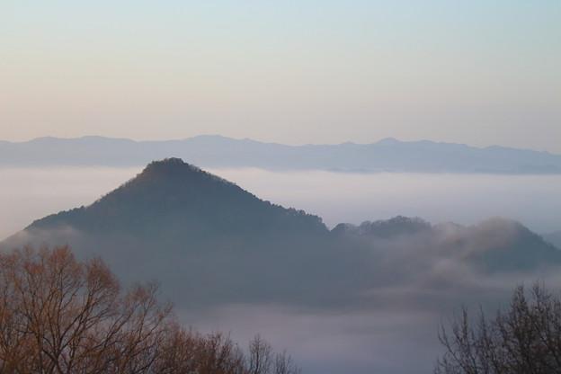Photos: 雲海に揉まれる有馬富士