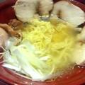 写真: 【今日の夜飯】岡山市某所の、美神亭 鶏清湯ラーメン(塩)に、極厚鶏チャーシューをトッピング。
