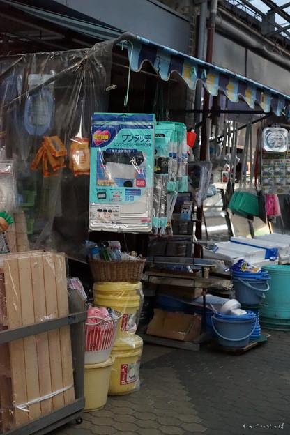 写真: 団地北商店街_荒物屋-01641
