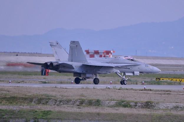 写真: あれっ!?海兵隊なのにNAVY機?VMFA122ヴォルブス20・・20140504