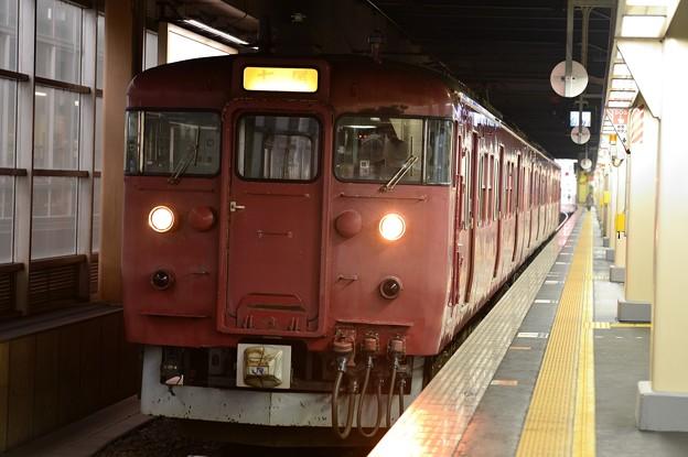 金沢駅へ入る国鉄時代の車両415系・・20150215