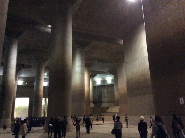 巨大な地下の水槽。。まるで東洋のパルテノン神殿。。首都圏外郭放水路。。11月14 日